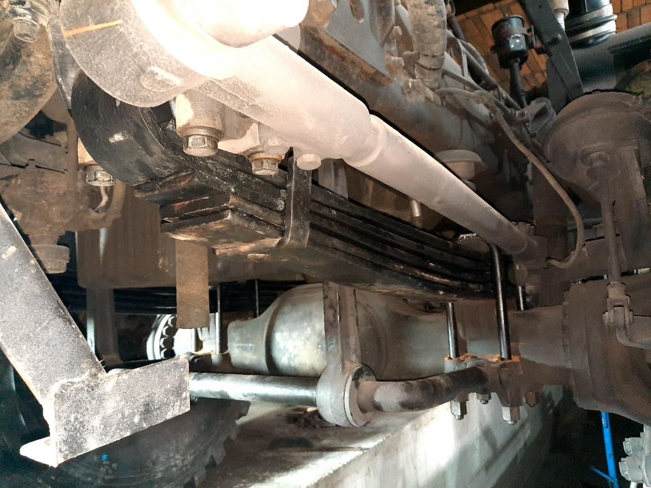 Урал 6370 добавили по одному листу в передние рессоры