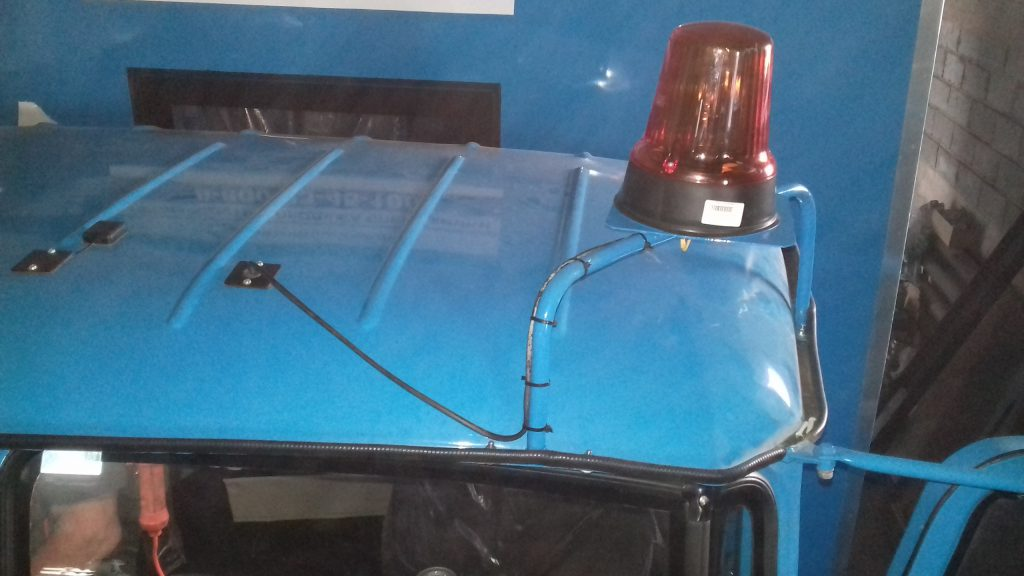 Установка проблескового маячка на кабину