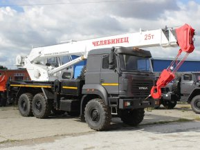 Автокран Челябинец КС-55732-28 на шасси Урал 5557-80 (бескапотный)